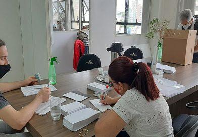 PROFESSORES ELEGEM PRIMEIRA MULHER PRESIDENTE DO SINPROESTE